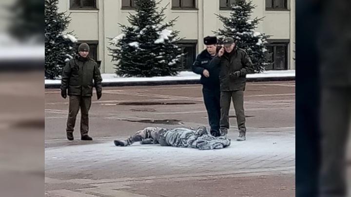 Мужчина едва заживо не сгорел на площади в центре Минска