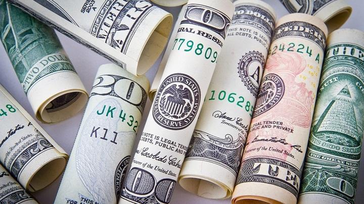 Курсы доллара и евро обновили максимумы