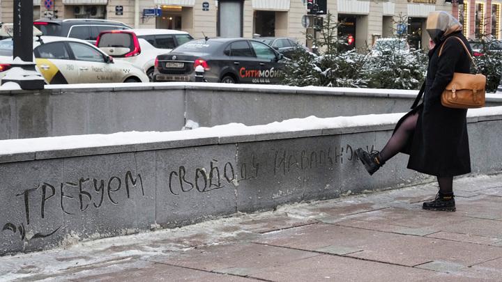 Петербургских протестующих ненадолго вытеснили с Сенатской площади