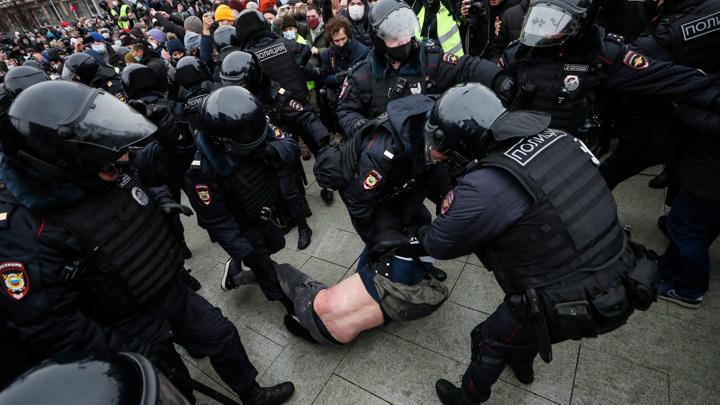 Полиция перекрыла Манежную, протестующие – Большую Дмитровку