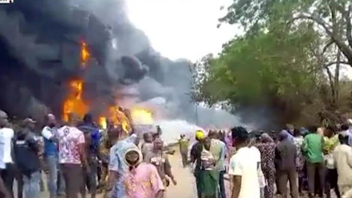 Пассажиры сгорели, не сумев выбраться из автобуса, вспыхнувшего после ДТП