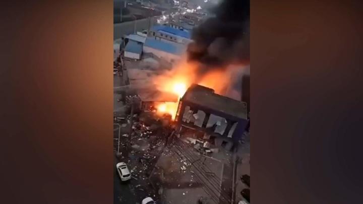 Мощный взрыв прогремел в китайском Даляне