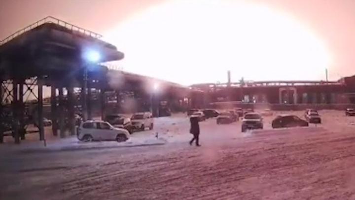 Вспышка до неба: появилось видео начала пожара в уфимской промзоне
