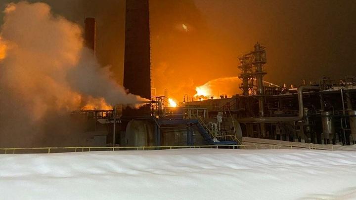 """Пожар произошел на заводе """"Уфаоргсинтез"""" на Бирском тракте в Уфе"""