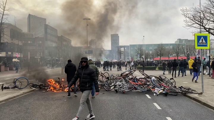 Три ночи бунта: Нидерланды ответили на локдаун цунами погромов