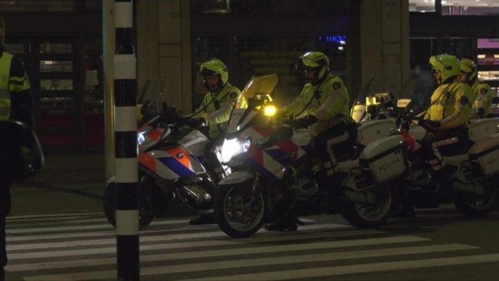 Для усмирения протестов в Голландии привлекли футбольных фанатов