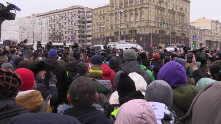 Во Владивостоке участник беспорядков сам сдался полиции