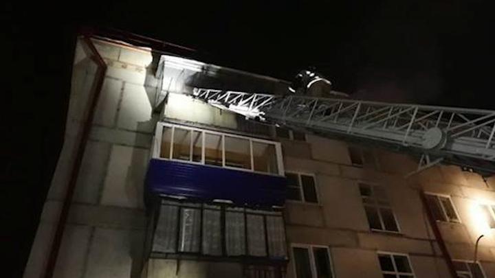 Троих детей эвакуировали из-за пожара в многоэтажке в Белорецке, есть погибшая