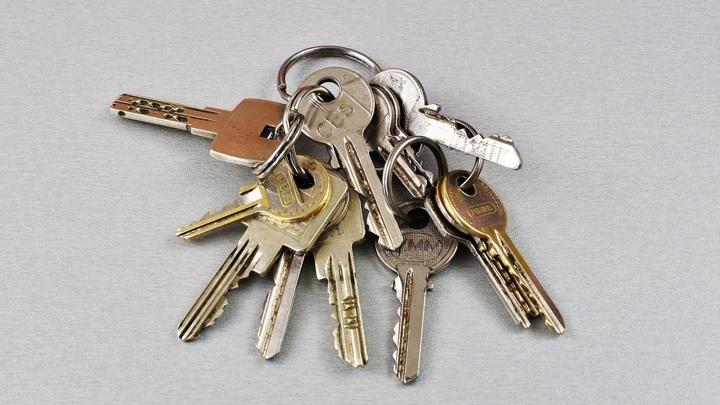 Более 400 алтайских сирот получат квартиры в этом году
