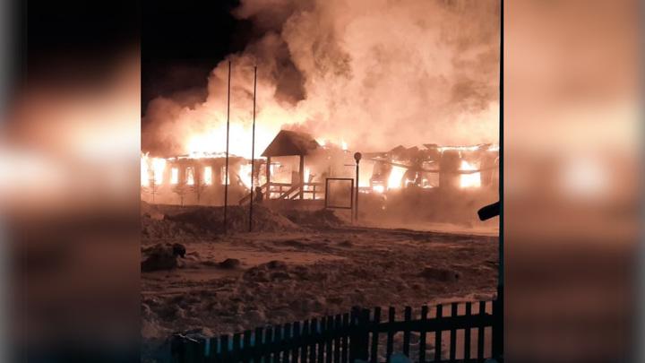 В Якутии крупный пожар полностью уничтожил школу