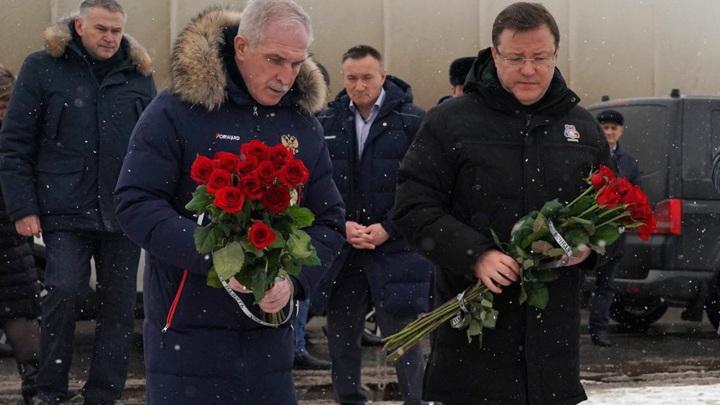 Главы Самарской и Ульяновской областей возложили цветы на месте ДТП