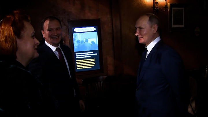 Сотрудница Музея Победы рассказала, что ей нашептал президент