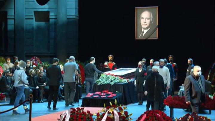 Василия Ланового проводили в последний путь аплодисментами