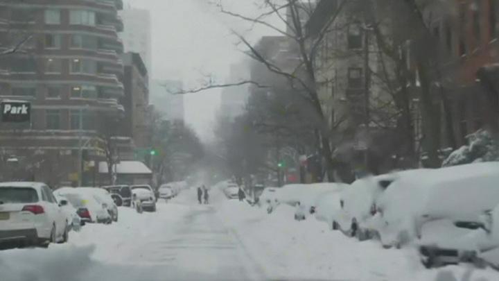 Мощный снегопад нарушил планы Байдена