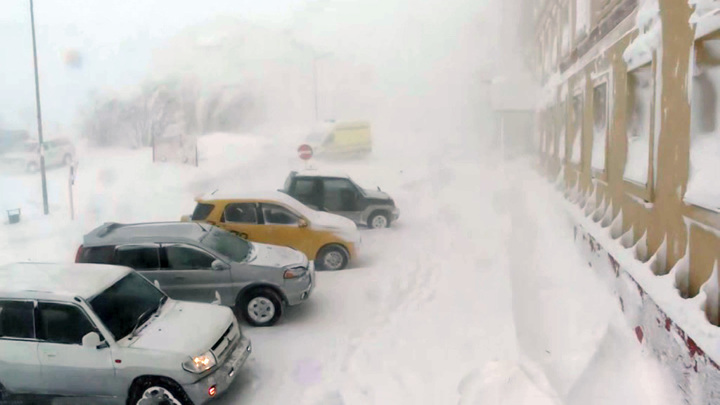 Занятия в школах Анадыря отменены из-за снегопада и ураганного ветра