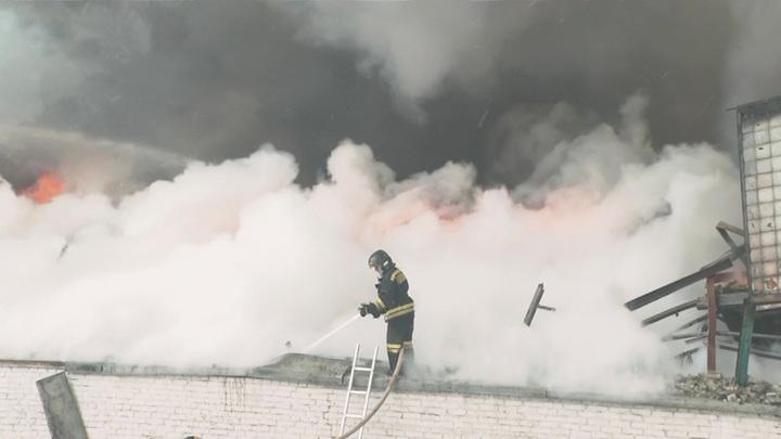 На территории Новолипецкого металлургического комбината вспыхнул пожар