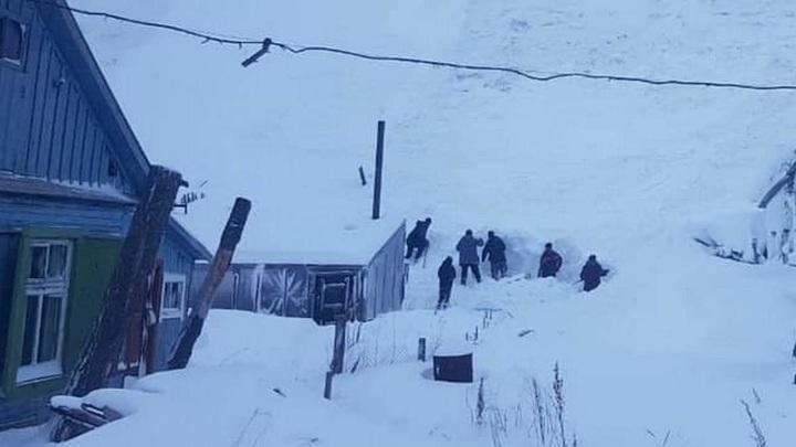 Школьника завалило снегом в выкопанном у сопки тоннеле