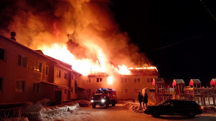В Мурманской области сгорел двухэтажный жилой дом