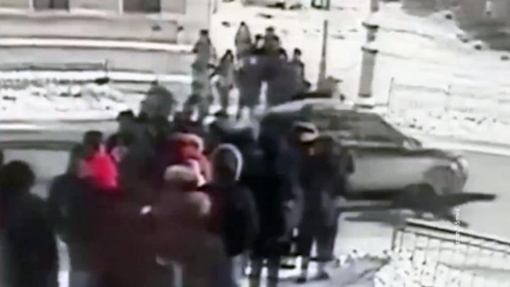 """""""Разогнался и отвлекся"""". Водитель, сбивший студентов в Омске, дает показания"""