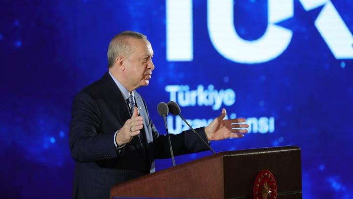 Президент Турции заявил о скором запуске лунного зонда.
