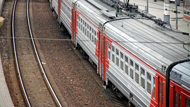 В Москве электричка насмерть сбила двух человек