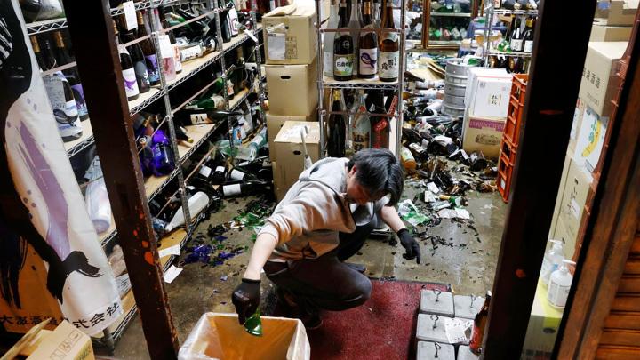 """После землетрясения из бассейнов на АЭС """"Фукусима"""" разлилась радиоактивная вода"""