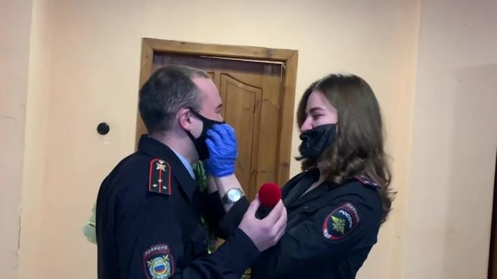 14 февраля российские полицейские сделали предложения своим дамам сердца