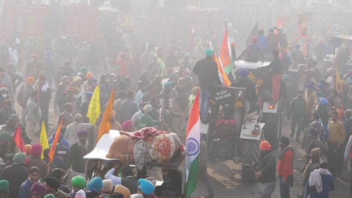 Грету Тунберг и певицу Рианну обвинили в подготовке мятежа в Индии