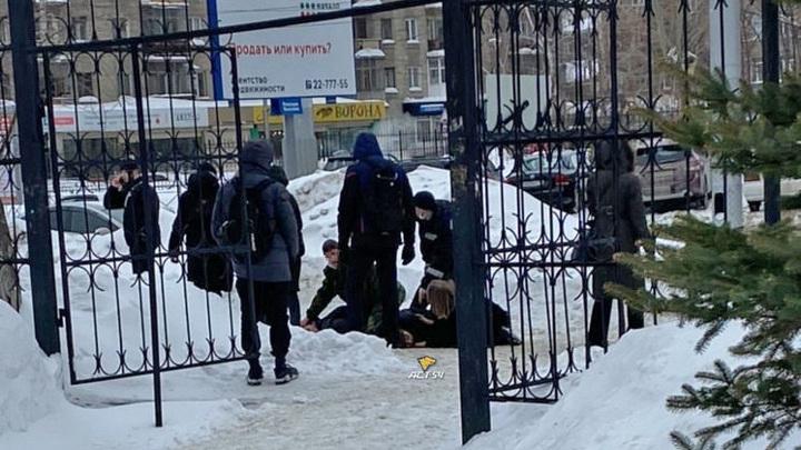 У дверей Новосибирского технического университета зарезали студента