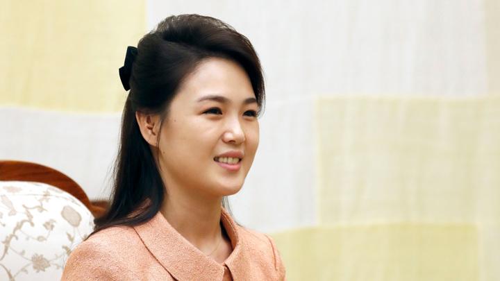 Жена лидера КНДР впервые за год появилась на публике