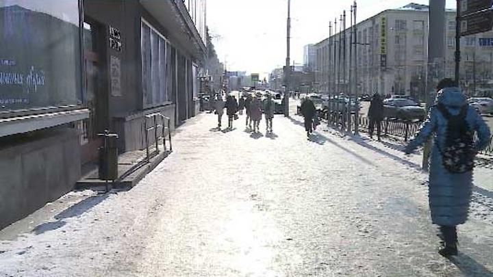 Поехали: жители Екатеринбурга жалуются на каток под ногами