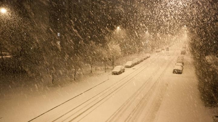 Омск замело снегом
