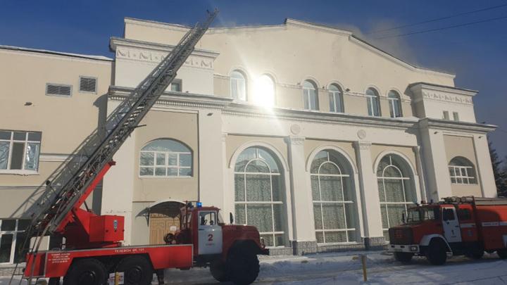 Из горящего томского ТЮЗа эвакуировались 25 человек