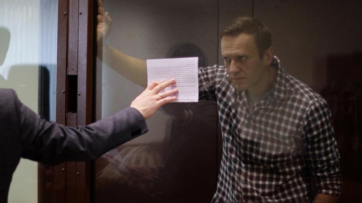 СК: Навальный подозревается в создании НКО, посягающей на права граждан