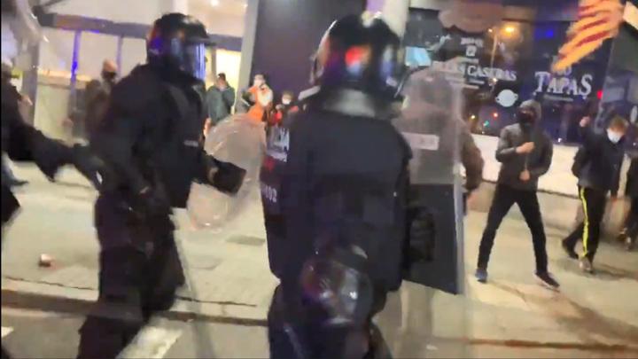 В Испании протестующие покусились на суд и биржу