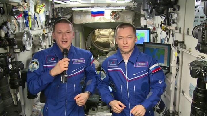Космонавты поздравили россиян с 23 февраля