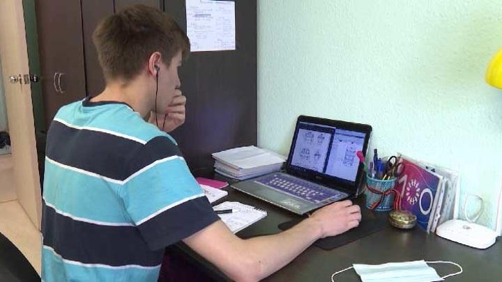 Внедрить нельзя избавиться: в Екатеринбурге обсудили цифровизацию образования