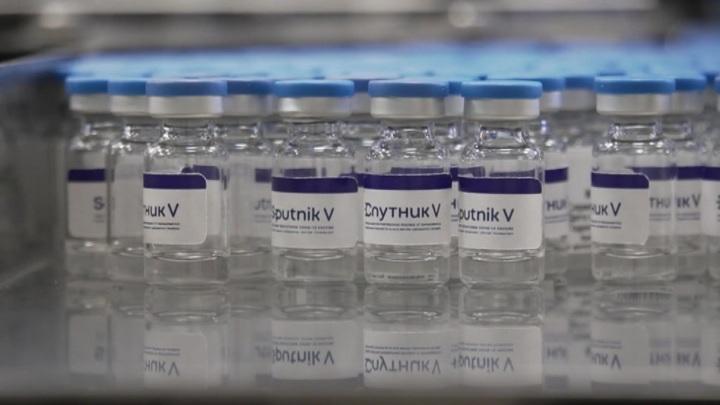 "Чехия уповает на ""Спутник V"", в США одобрили вакцину от Janssen"