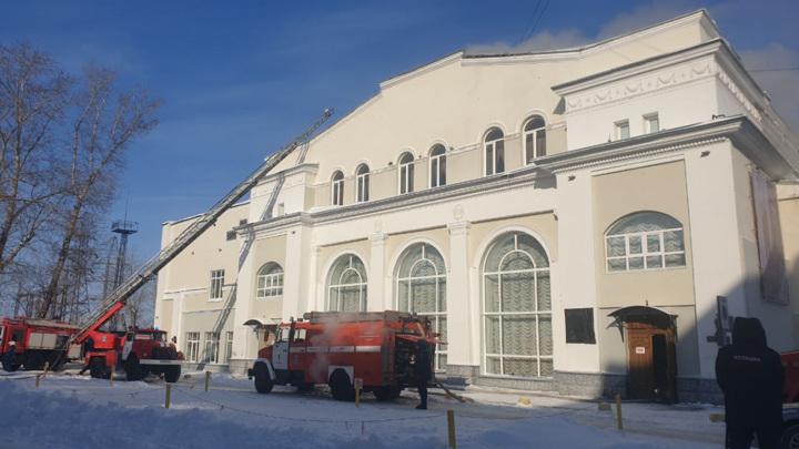 В МЧС озвучили возможную причину пожара в томском ТЮЗе