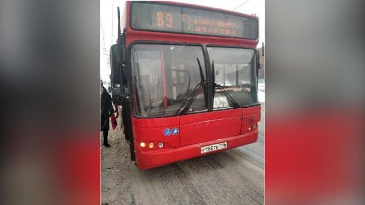 """В Казани водитель автобуса высадил людей на морозе, чтобы """"сыграть в рыцаря"""""""