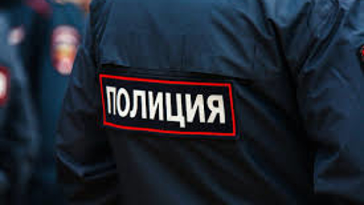 В Екатеринбурге пьяный мужчина кидался на продавцов с ножом