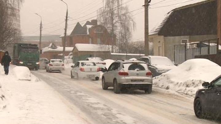 Природа снова накрыла Пензу снежной шапкой: как справляются коммунальщики