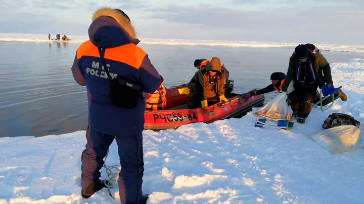 Полеты на снегоходе: три тысячи рыбаков на льдине унесло в море