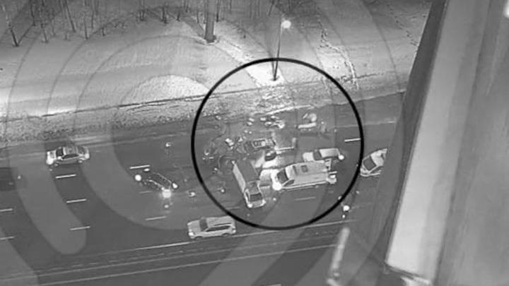 Два человека пострадали при столкновении пяти машин в Москве