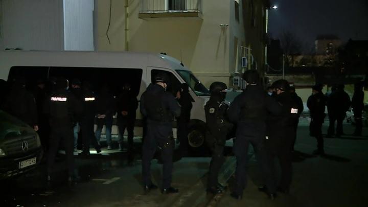 Игра в диктатора: Зеленский натравил СБУ на офис партии Медведчука