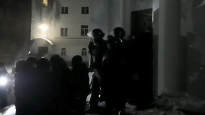 На территории Среднеуральского женского монастыря работает ОМОН