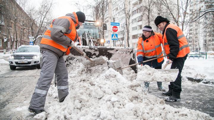 Столичные городские службы продолжают ликвидировать последствия снегопадов