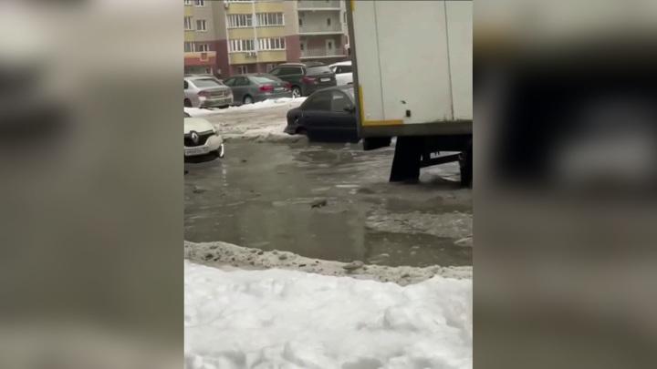 Москва превратилась в Венецию: улицы затопило после резкого потепления