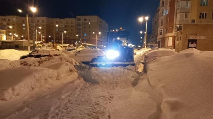 После снегопада улицы Чебоксар чистят более 80 спецмашин