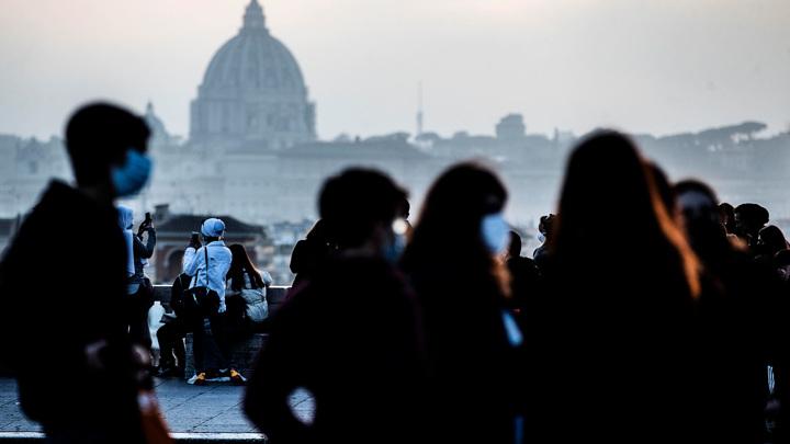 """Хроники коронавриуса: мэр итальянского города намерен закупить """"Спутник V"""" за свои деньги"""